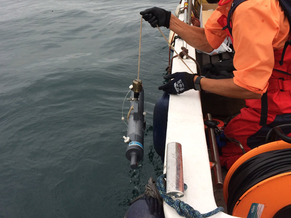Taking of water samples from ships