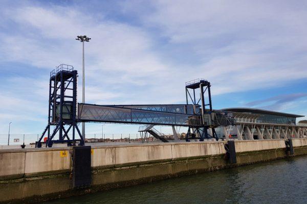 Pasarela de embarque - terminal de cruceros de Getxo