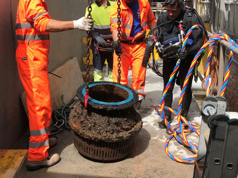 Sustitución de válvulas de pie de bombas de agua clarificada en empresa química