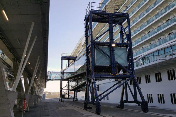 Hempel califica la pasarela marítima de la terminal de cruceros de Bilbao como 'la más moderna del mundo'